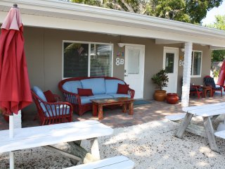 Unit 8b, small efficiency located 50 yards from Ocean