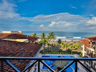 Oceanfront Penthouse; Spiral staircase to rooftop balcony - Great Prices!, Jaco
