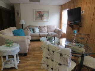 Cute and Quiet Beach Apartment, Indian Rocks Beach