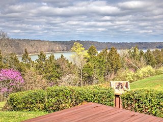 NEW! 3BR Monticello House w/ Lake Views!