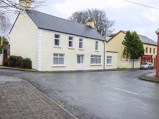 ABHAINN COTTAGE, all ground floor, one bedroom, WiFi, in Riverstown, Ref. 953740