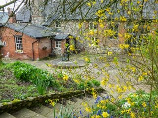 ROCK FARM, detached, woodburner, privatae garden, in Ottery St Mary, Ref 954158