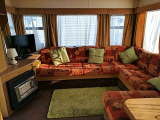 COASTFIELDS HOLIDAY VILLAGE 8 - 6 BERTH CARAVAN