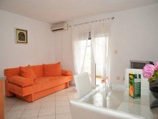 Apartment Kokor-One Bedroom Apartment with Terrace(LIJEVI), Vodice