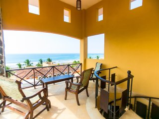 Ocean view Penthouse with spiral staircase to private rooftop balcony - LOVELY!, Jaco