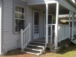 2 bdrms original hardwoods 7 min to downtown and 10 min to University of Houston