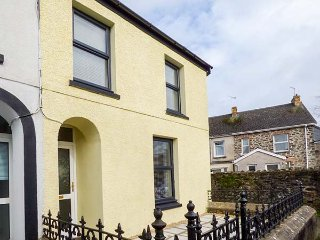 HYWEL COTTAGE, end-terrace, open plan, 3 bedrooms, in Whitland, Ref 950394