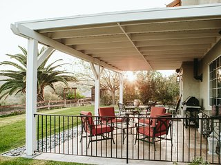 Stunning View! Private 5B on 1 acre close to Downtown & Wineries