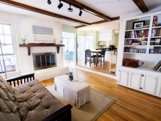 GRACIOUS 4BD/2BA Mt Pleasant Hm-Dog Friendly-Bright & Convenient!