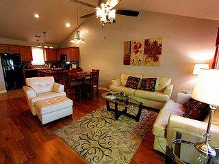 Heavenly Hideaway - A Lovely 2 Bedroom, 2.5 Bath Stonebridge Resort Condo!, Branson West