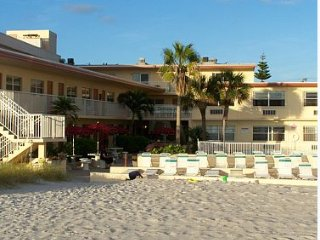 Direct Beachfront! Reduced $79/nt through June 23rd* 1/1 Kitchen/Pool/Johns Pass