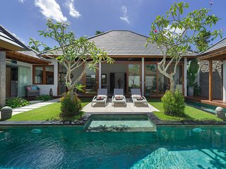 Kuta Holiday Villa 10075