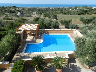 Villa with pool and sea view on the Maldives area of Salento, Pescoluse, Torre Pali