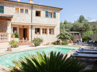 Stone Charming Mallorcan House. Swimming pool