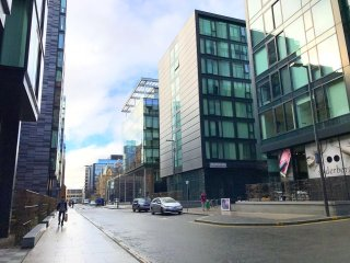 City Centre Quarter Mile Modern Flat