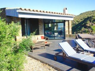 Charmant Familie huis met privezwembad en uitzicht op zee
