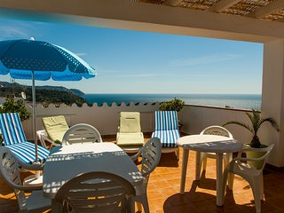 1 Caves, beach and mountain! Fantastic sea view with terraces and barbecue