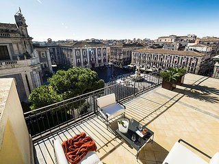 Luxury Apartment in the heart of Catania, magnific terrace and view.