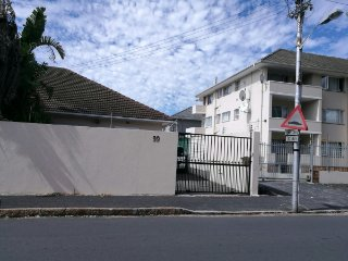 Charming Cape Town House - Secure Parking & Pool, Kenilworth