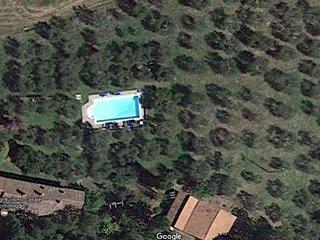 Bilocale indipendente circondato dal verde. Ampia terrazza con tetto. 2/3 o 4 p.
