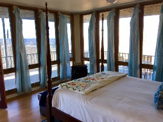The Hideaway Lodge -  Spectacular Views from the Top of Lookout Mountain