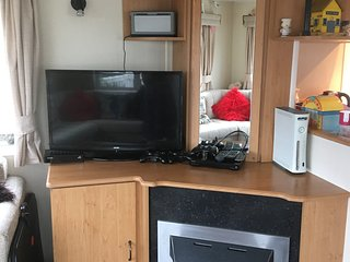 Tribal Spirit's cosy static caravan by the sea, 9 Glamorgan,Borth, Ceredigion.