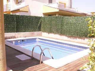 Cambrils casa con piscina privada 4 habitaciones 3 baños aparcamiento privado