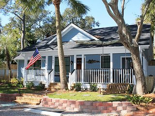 #707 2nd Avenue - Quiet and Secluded with Large Porches - Private Pool - FREE WiFi
