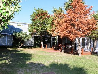 #6 17th Street - Close to Downtown Tybee - 250 Ft. to the Beach! - FREE WiFi
