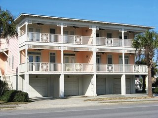 203 Bulter Avenue - Enjoy the Ocean Breezes and Sounds of the Surf - Swimming Pool - FREE Wi-Fi, Isla de Tybee