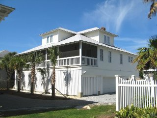 #3 10th Place - Both Classic and Contemporary Tybee Beach House just Steps to the Beach - FREE Wi-Fi, Isla de Tybee
