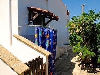 Villa Olivares con vista mare a due passi da Torre San Giovanni