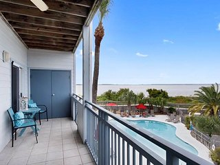 Savannah Beach & Racquet Club Condos - Unit C202 - Water Front - Swimming Pool - Tennis - FREE Wi-Fi