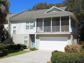 #12 12th Terrace - Close to the Beach and Downtown Tybee - Small Dog Friendly