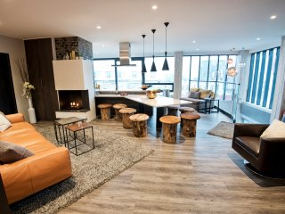 B14 Luxury Penthouse down town for groups, Reikiavik