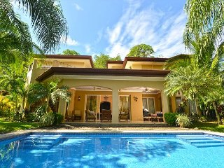 Luxury Home, w/ Private Pool, Maid, BBQ, Perfect for Large Groups!