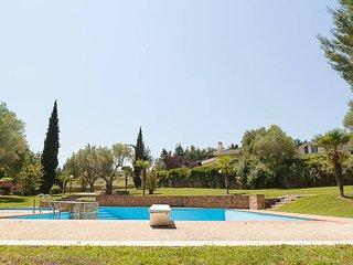 Lux-Pool Villa in Sani (2BD)