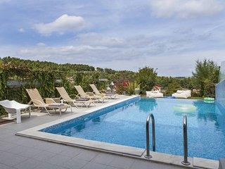 Luxury Pool Villa in Paliouri (3BD)