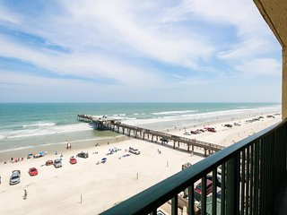 Bright and airy oceanfront condo w/ shared pool, hot tub, and private balcony