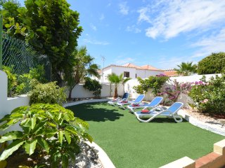 Tranquil 6 Bedroom Villa. Communal Heated Pool. Central Las Americas. Sleeps 13.