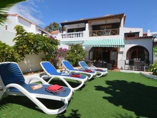 Tranquil 6 Bedroom Villa. Central Las Americas. Communal Heated Pool. Sleeps 13.