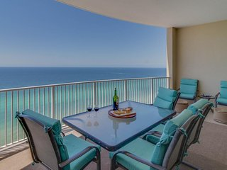 Oceanfront condo w/ panoramic views, hot tub & shared pool - Snowbirds welcome!