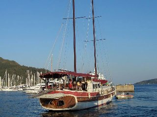 Ide Yacht Hotel