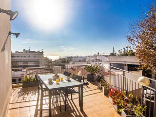 Elegant apartment with terrace, A/C, and wifi in Sitges.