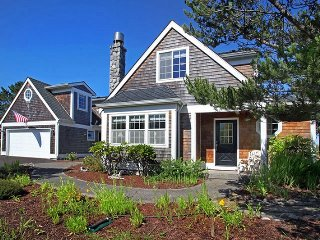 Gorgeous Cape Cod style home w/ guest cottage block to beach w/ fireplace, wi fi
