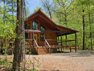 Creekside Chalet (Sleeps 2) No Pets