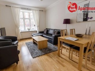 Spacious Apartment Close To City Center - 7610