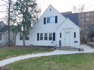 NEW LISTING 1/9/17! Charming & Quaint 3br/2ba, Just Outside Downtown