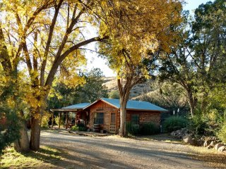 Lovely, large, 1-bedroom, fully furnished, southwestern territorial style cabin.