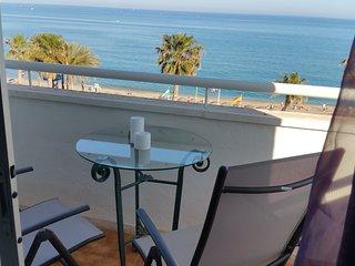 (5B4) Estupendo apartamento amplio elegante  y moderno frontal al mar y con wifi